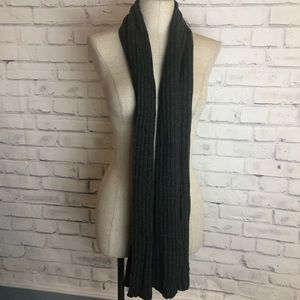 Newman Marcus gray cashmere knitted scarf